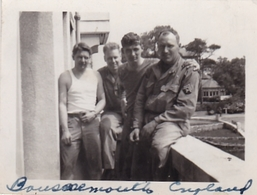 PHOTO ORIGINALE 39 / 45 WW2 US . ARMY  ANGLETERRE BOURNEMOUTH SOLDATS AMERICAINS A LA CASERNE - War, Military