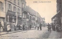 """70 - LURE La Rue De La Gare ( Bonne Animation - Commerces """" A La Maison Bleue """" CPA Village (340 Habitants) Haute Saône - Lure"""