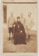 SALONIQUE - Lot De 2 Photos Souples De Soldats Français à L'Hopital Russe Et En Compagnie D'un Religieux Grec ( Pope ) - Guerra, Militari