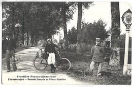 FOUSSEMAGNE - Douanier Français Au Poteau-Frontière - France