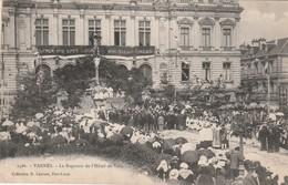 56 Vannes. Le Reposoir De L'Hotel De Ville - Vannes