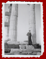 B-39883 SOUNION Greece 1940s. Men In The Temple Of Poseidon. Photo - Anonieme Personen