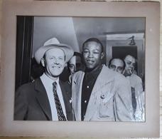 """KID GAVILAN"" GERARDO GONZALES (1926-2003). BOXEADOR CUBANO DE CAMAGUEY, CUBA. AUTOGRAFO DE 8/8/1952. -LILHU - Autógrafos"