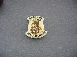 Pin's De La Brigade ULTRA De Mulhouse. Fans, Supporters De L'equipe De Football De MULHOUSE - Voetbal