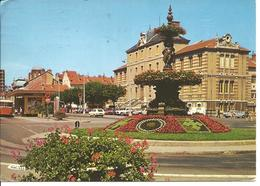 BOURG EN BRESSE - Place Bernard - Voiture - Autocar - Bourg-en-Bresse