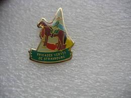 Pin's Des Brigades Vertes à Cheval De STRASBOURG - Police