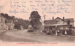 LA RIVIERE THIBOUVILLE - Café De La Poste  - Le Carrfour ( Moto  Faisant Le Plein A La Station Essence ) - Autres Communes