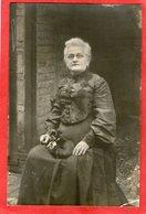Carte-Photo - Femme Avec Son Petit Chien - 1907 - - Vrouwen
