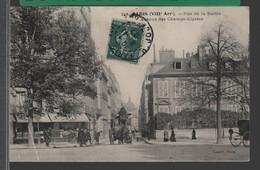 PARIS (VIIIe Arr.) - Rue De La Boëtie - Avenue Des Champs Elysées ANIMÉ [ Cantonnier - Attelage:  Malle-Poste ] - Arrondissement: 08