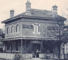 42 // ANDRÉZIEUX // LES HOTELS DE LA GARE - L'HOTEL ROUSSON EN PREMIER PLAN EN 1926 - EDITION NARDIN - Andrézieux-Bouthéon