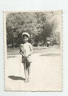 Boy Pose For Photo C187-282 - Persone Anonimi