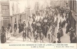 10 - BAR-SUR-AUBE - Manifestation Des Vignerons De L'Aube Le 19 Mars 1911 - Le Défilé Rue Nationale - (magasin MINOGGIO) - Bar-sur-Aube