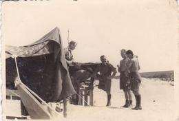 PHOTO ORIGINALE 39 / 45 WW2 WEHRMACHT LIBYE DERNA SOLDATS ALLEMANDS EN TENUE DU DESERT - Guerre, Militaire