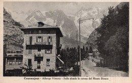 CT-03206- COURMAYEUR-ALBERGO VITTORIA-SULLO SFONDO LA CATENA DEL MONTE BIANCO NON VIAGGIATA - Italia