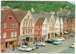 NORWAY - BERGEN - BRYGGEN / OLD CARS / SAAB / VOLVO / VW KAFER-BEETLE-COCCINELLE - Norvegia
