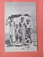 Group Of Children Under Banana Leaf (Ceylon)  Ref 3773 - Sri Lanka (Ceylon)