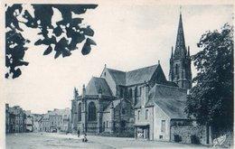 56 - ELVEN - 20 - L'Eglise Et La Place - Elven