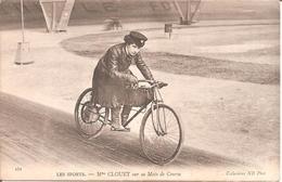 LES SPORTS - MOTO - Mme CLOUET Sur Sa Moto De Course - Sport Moto