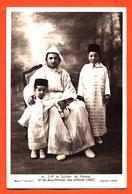 """CPA Maroc """" S M Le Sultan Du Maroc Et Les Deux Princes , Ses Enfants ( 1937 ) """" - Other"""