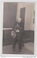 CARTE PHOTO STUDIO RENOUARD POITIERS THÉÂTRE DÉGUISEMENT HOMME DÉBUT XX ème SIECLE - THEATER COSTUME DISGUISE - Théatre & Déguisements