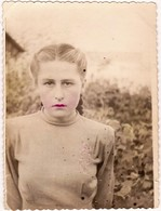 Young  Girl  Lips Made Up -  Jeune Fille   - Russian Vintage  Hand Tinted Photo 1952 - Anonieme Personen