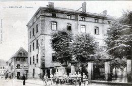 (131)  CPA  Haguenau  Casernes (petite Dechirure Bas Gauche)  (Bon Etat) - Haguenau