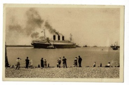 La Douce France - Le Havre - Sortie D'un Transatlantique à Vapeur (foule, Remorqueurs) Pas Circulé - Hafen