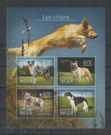 N325. Niger - MNH - 2014 - Fauna - Animals - Pets - Dogs - Pflanzen Und Botanik
