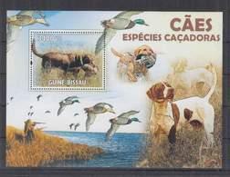 I326. Guine-Bissau - MNH - 2009 - Nature - Fauna -Pets - Dogs - Bl - Pflanzen Und Botanik