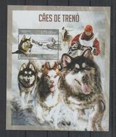 I324. Mozambique - MNH - 2013 - Fauna - Animals - Pets - Sleigh Dogs - Bl - Pflanzen Und Botanik