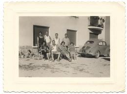 PHOTO - Famille Au Grand Complet Avec La 4CV - Ft 11 X 8,5  Cm - - Coches