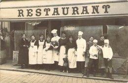 Superbe Carte Photo Du Personnel D'un Restaurant De Marseille Autour De Son Chef - Ansichtskarten
