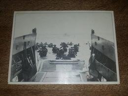 WW2 1944 Débarquement De Normandie - Grande Photo Cartonnée, Les Alliés Débarquent à Omaha Beach, Photo US Army, Caen Mé - Documentos