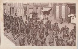SISSONNE - Arrivée De L'Infanterie    BEAU PLAN En Centre Ville. - Sissonne