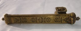 Ancien Porte Plume Plumier Ottoman En Bronze. XIX Siècle. Reste De Soudure En étain. Longueur 25 Cm - Poids 377 Grs. Bon - Inkwells