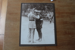 Photographie Militaire  Remise De La Légion D'Honneur à Un Officier Par Un Général 1920 - Guerra, Militares