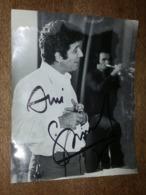 Gilbert Bécaud, Autographe - Grande Photo De Patrick Ullmann - Format 22.6 Cm X 17.8 Cm - Célébrités