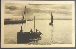 CPA 29 BREST- Barque De Pêche Arrivant Au Port - FT 51 - Réf U 32 - Brest