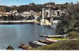 01 - TREVOUX Le Pont Sur La Saône Et La Ville - Jolie CPSM Village (6.850 H) Dentelée Colorisée Format CPA - Ain - Trévoux