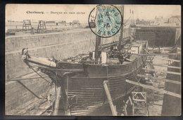 CHERBOURG 50 - Barque En Cale Sèche - Editions Ratti - #B535 - Cherbourg