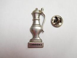 Superbe Pin's En Relief ,  Connivence , étain - Pin's & Anstecknadeln