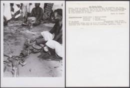 """CONGO BELGE PHOTOS C.LAMOTE (24X18 Cm) 1950 """"LA FORGE VILLAGE BAYAKA DU KWANGO (7G) DC-5222 - Afrika"""