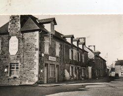 Cuguen -    Le  Bourg - La  Poste. - Autres Communes