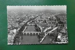 P 3 )  PARIS    EN AVION SUR PARIS  ILE DE LA CITE  CATHEDRALE N D  A GAUCHE TOUR SAINT JACQUES - France