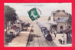 F-77-Fontainebleau-15A78  La Gare, Vue Sur Les Voies, Le Train En Gare, Cpa Colorisée - Fontainebleau