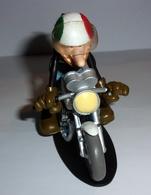 "Figurine Joe Bar ""Patou Tampoli Sur Sa Moto Suzuki 250 T2 Coursifiée"" N°83 - Figurines"