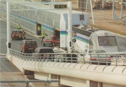 C. P. - PHOTO - LE CHARGEMENT DES VOITURES SUR NAVETTES TOURISTES DOUBLE PONT AU TERMINAL DE CALAIS - 1994 - LE SHUTTLE - Eisenbahnen