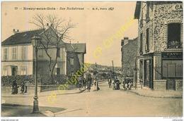93.  ROSNY SOUS BOIS . Rue Rochebrune .  CPA Animée . - Rosny Sous Bois