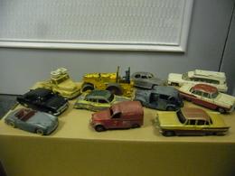 VINTAGE OLD ENGLAND OR FRENCH DINKY TOYS Lot De 11 Automobiles Ou Camions - Pour Restauration Ou Pour Pièces - Dinky
