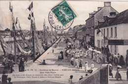 14 -  Calvados -  PORT En BESSIN ( Environs De Bayeux )  Quai Felix Faure - Procession Religieuse - Port-en-Bessin-Huppain